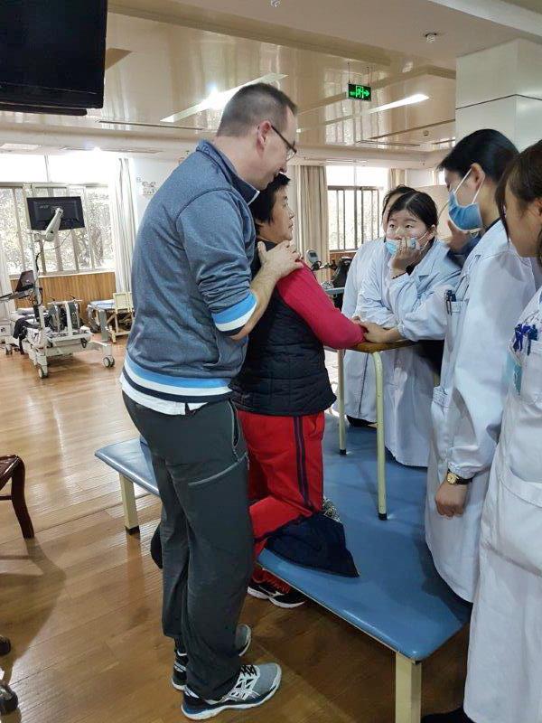 Thomas Sprenkel zeigte seinen Kollegen spezielle Behandlungstechniken
